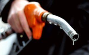 Spadają ceny paliw, a mogą spaść o kolejne 0,05€ za litr