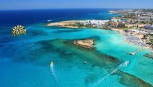 Hotel? Przecież na Cyprze lepiej i taniej jest wynająć na pobyt mieszkanie!